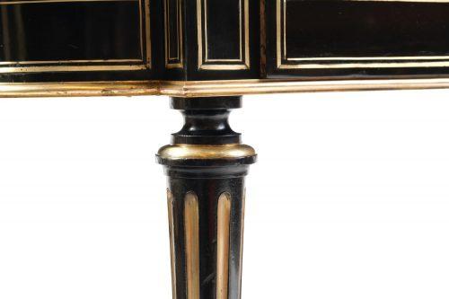 Salontisch in Boulle-TechnikFrankreich um 1870 / 1880, ebonisiertes Holz mit wunderschöner Messing- und Perlmutteinlage