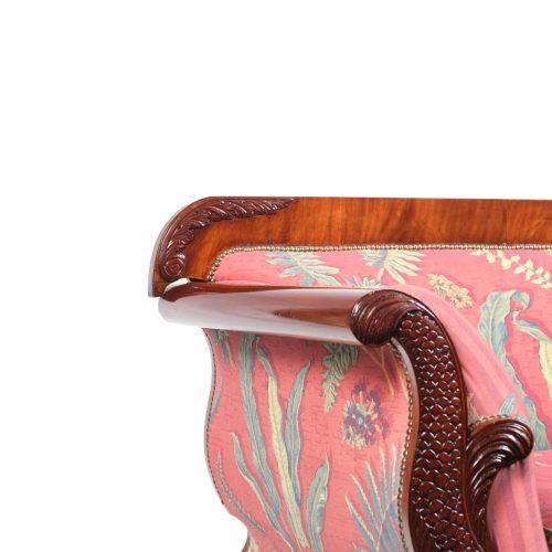 Sofa Norddeutschland mit stilisierten Delphinen